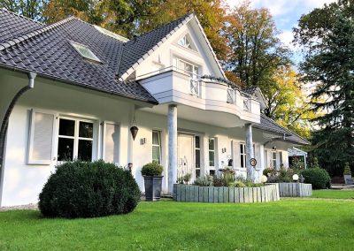 Villa mit Vorgarten